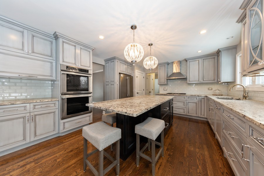 Real Estate Photography - 104 Crooked Creek, Barrington, IL, 60010 - Kitchen