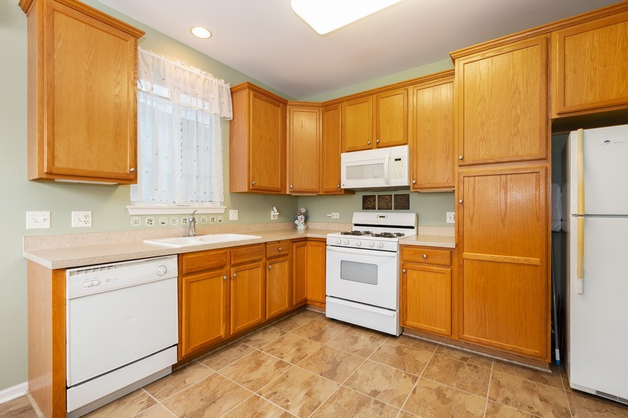 Real Estate Photography - 2933 Talaga Drive, Algonquin, IL, 60102 - Kitchen