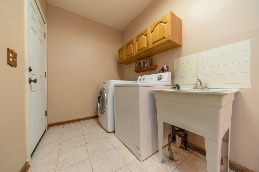 Real Estate Photography - 305 Glendale Ln, Hoffman Estates, IL, 60169 - Laundry Room