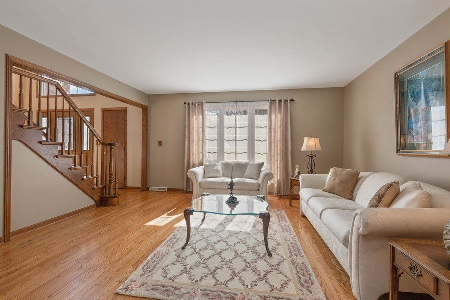 Real Estate Photography - 2342 Preston Ln, West Dundee, IL, 60118 - Living Room