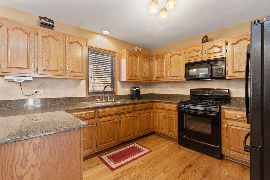 Real Estate Photography - 2342 Preston Ln, West Dundee, IL, 60118 - Kitchen