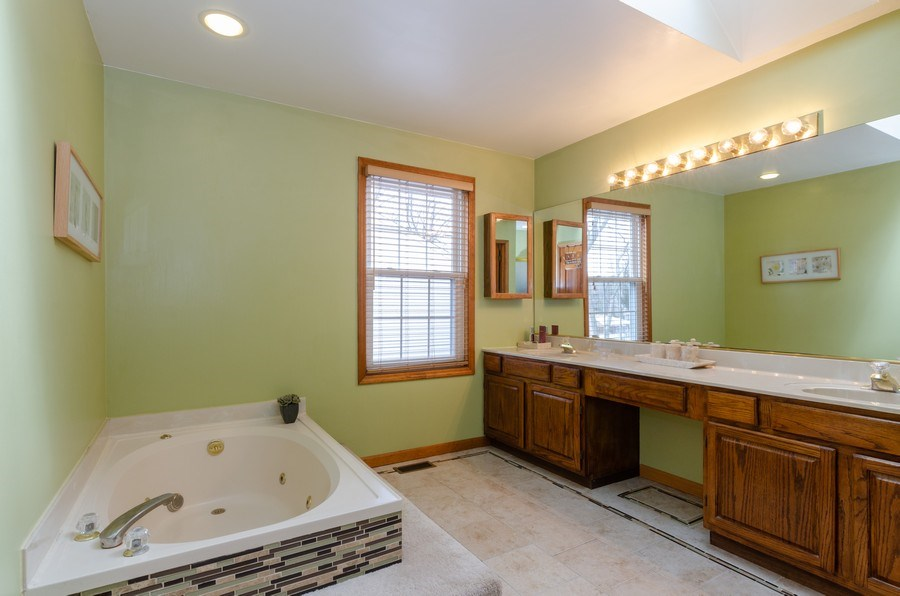 Real Estate Photography - 2000 Tahoe Parkway, Algonquin, IL, 60102 - Master Bathroom