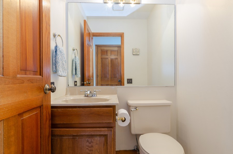 Real Estate Photography - 2000 Tahoe Parkway, Algonquin, IL, 60102 - Powder Room
