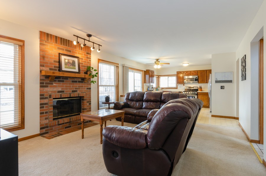 Real Estate Photography - 2000 Tahoe Parkway, Algonquin, IL, 60102 - Family Room