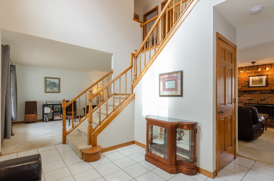 Real Estate Photography - 2000 Tahoe Parkway, Algonquin, IL, 60102 - Foyer