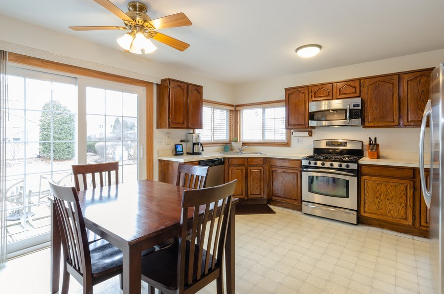 Real Estate Photography - 2000 Tahoe Parkway, Algonquin, IL, 60102 - Kitchen