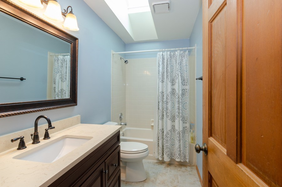 Real Estate Photography - 2000 Tahoe Parkway, Algonquin, IL, 60102 - 2nd Bathroom