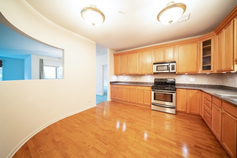 Real Estate Photography - 267 E Railroad Ave, Unit 101, Bartlett, IL, 60103 - Kitchen