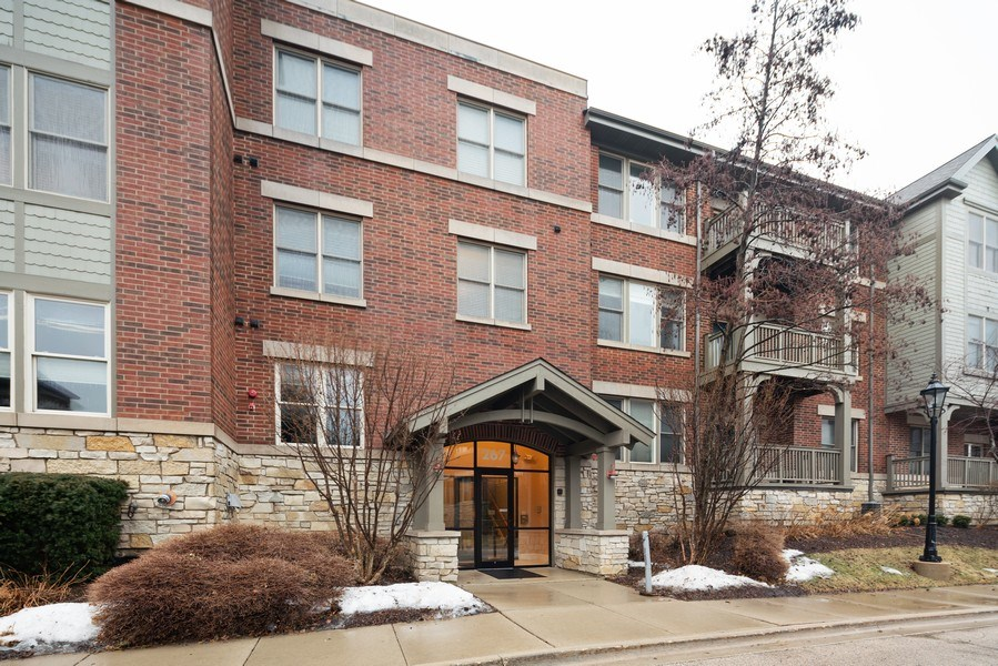 Real Estate Photography - 267 E Railroad Ave, Unit 101, Bartlett, IL, 60103 - Front View