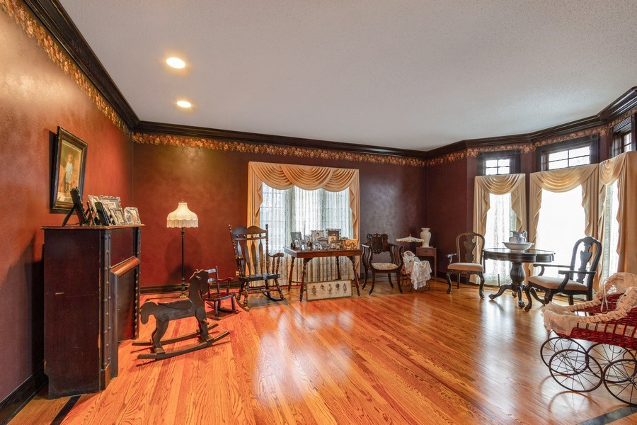 Real Estate Photography - 9315 Muirfield, Lakewood, IL, 60014 - Living Room