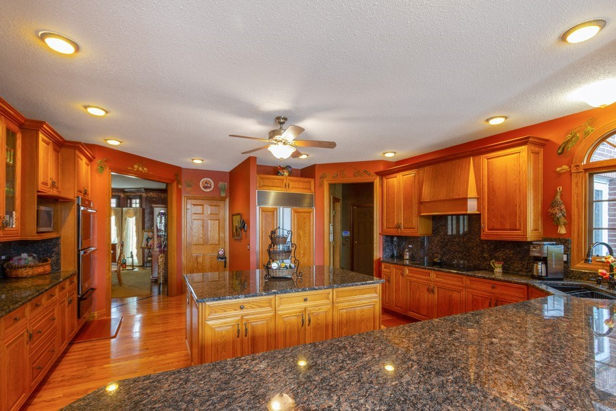 Real Estate Photography - 9315 Muirfield, Lakewood, IL, 60014 - Kitchen