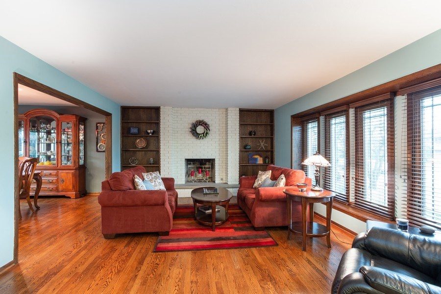 Real Estate Photography - 117 Lynnfield Lane, Schaumburg, IL, 60193 - Living Room
