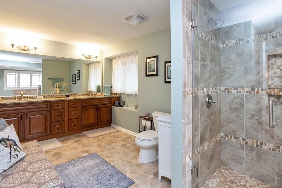 Real Estate Photography - 117 Lynnfield Lane, Schaumburg, IL, 60193 - Master Bathroom