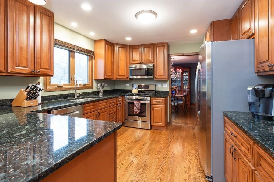 Real Estate Photography - 117 Lynnfield Lane, Schaumburg, IL, 60193 - Kitchen