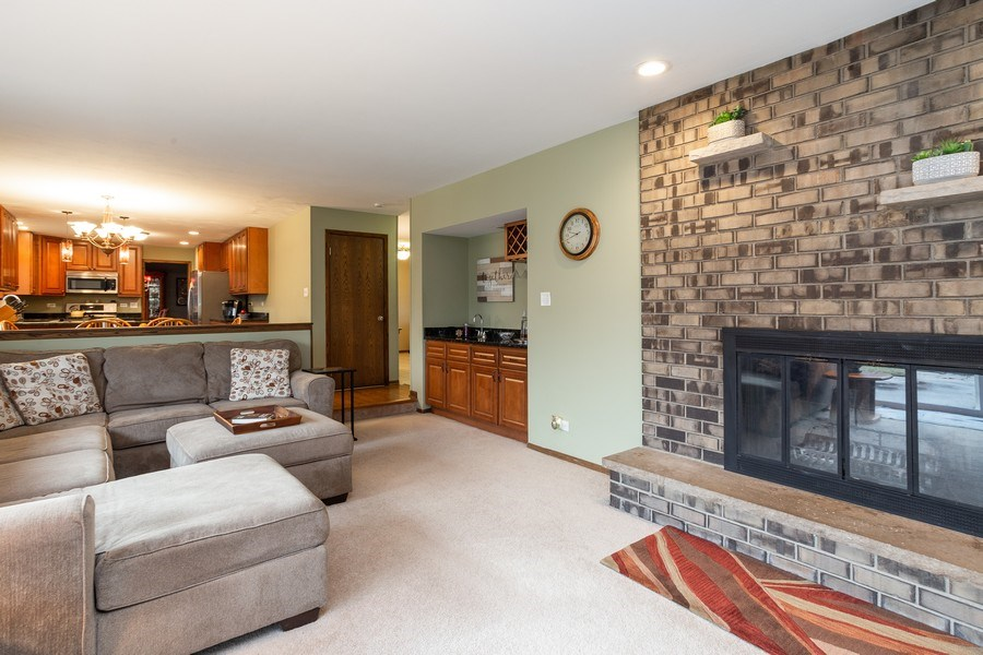 Real Estate Photography - 117 Lynnfield Lane, Schaumburg, IL, 60193 - Family Room