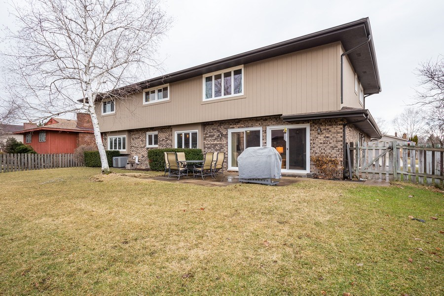 Real Estate Photography - 117 Lynnfield Lane, Schaumburg, IL, 60193 - Rear View