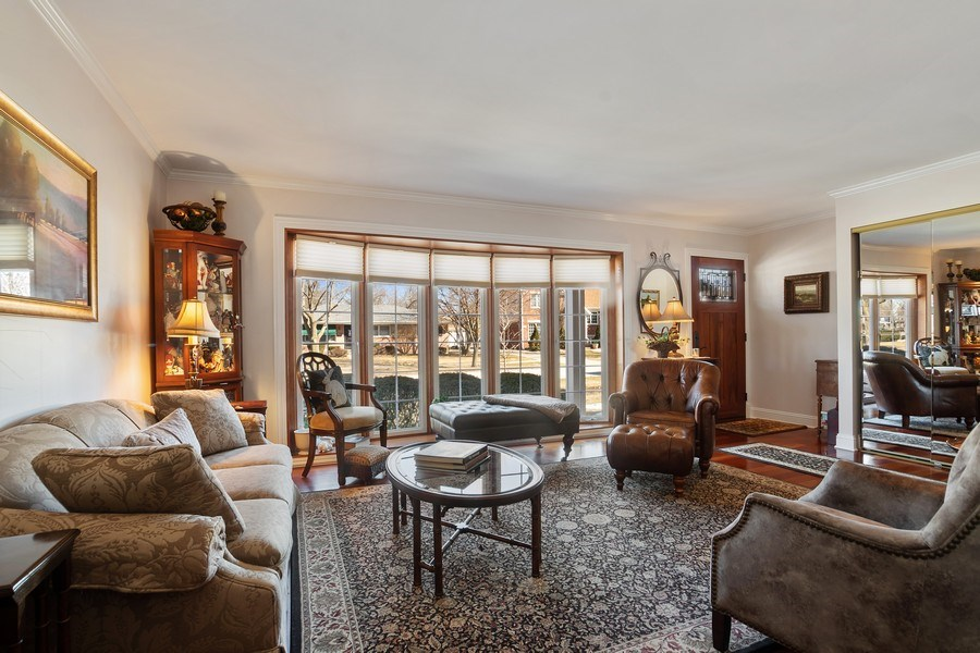Real Estate Photography - 1020 N Stratford Rd, Arlington Heights, IL, 60004 - Living Room