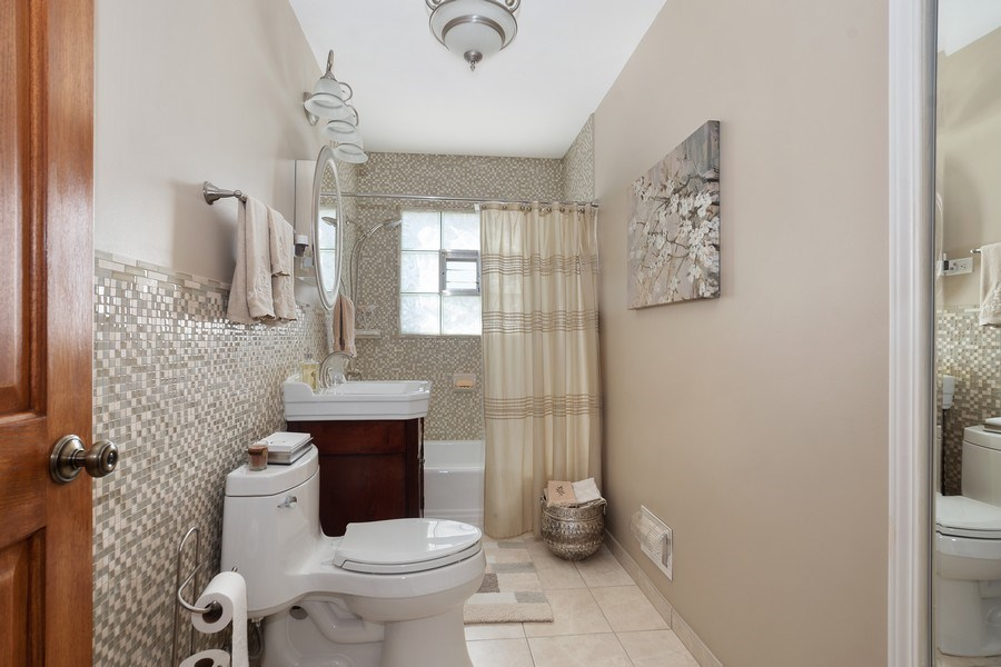 Real Estate Photography - 1020 N Stratford Rd, Arlington Heights, IL, 60004 - 4th Bedroom