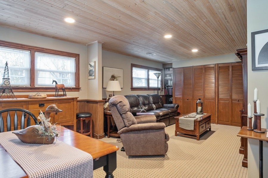 Real Estate Photography - 1020 N Stratford Rd, Arlington Heights, IL, 60004 - Family Room