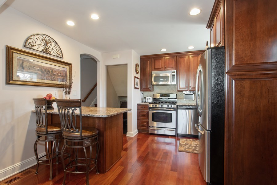 Real Estate Photography - 1020 N Stratford Rd, Arlington Heights, IL, 60004 - Kitchen