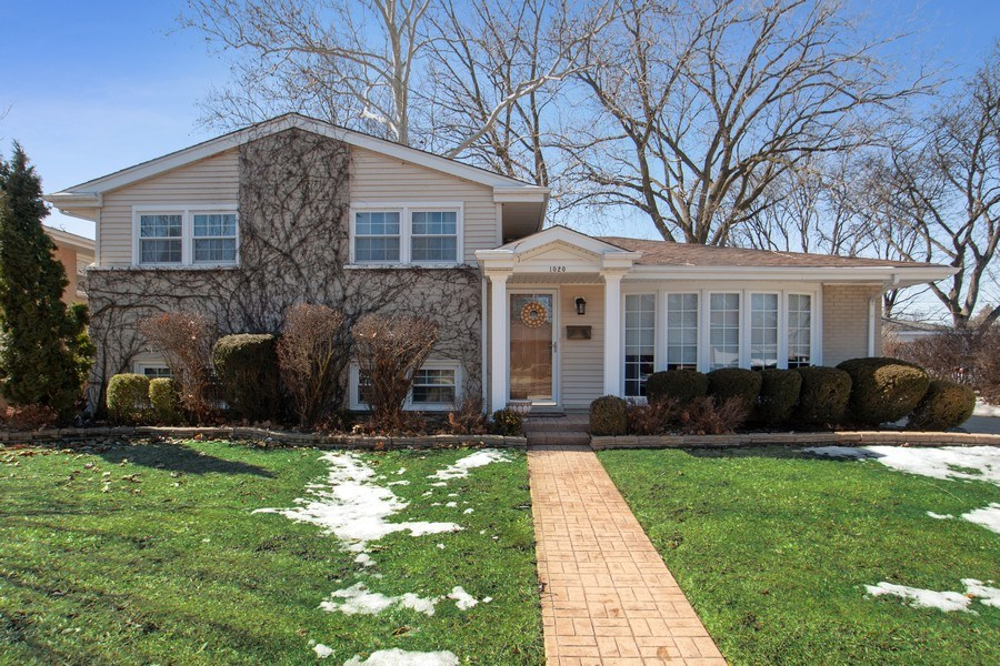 Real Estate Photography - 1020 N Stratford Rd, Arlington Heights, IL, 60004 - Front View