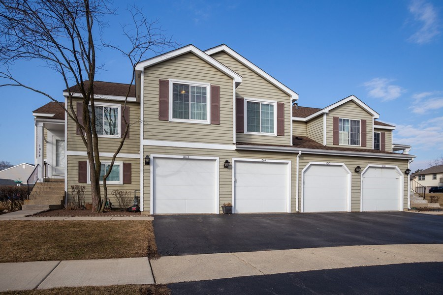 Real Estate Photography - 1014 Boston Cir., Schaumburg, IL, 60193 - Front View