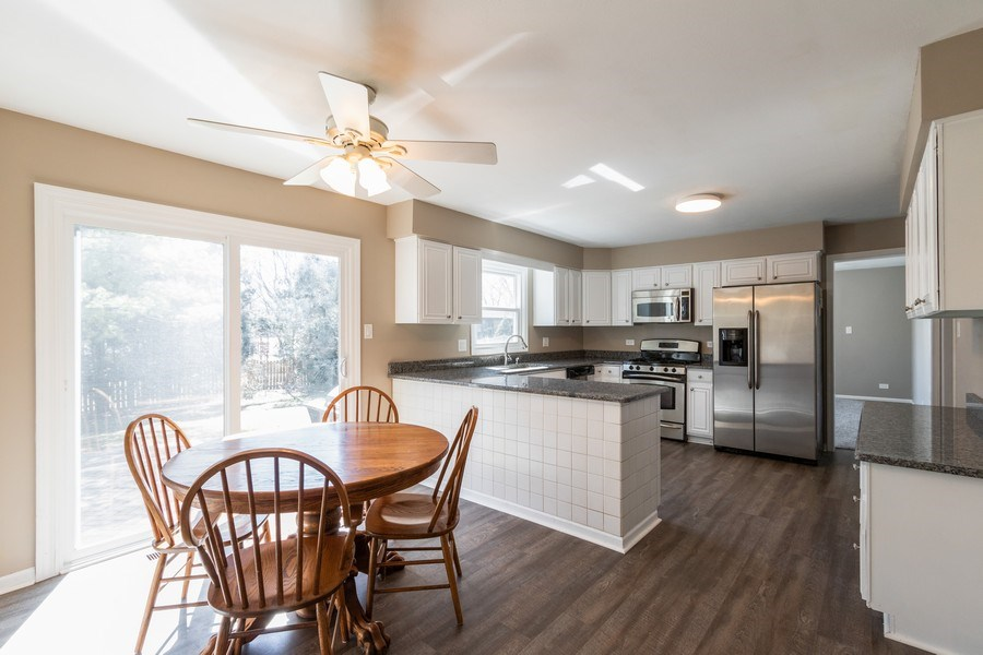 Real Estate Photography - 1241 W Bedford, Palatine, IL, 60067 - Kitchen / Breakfast Room