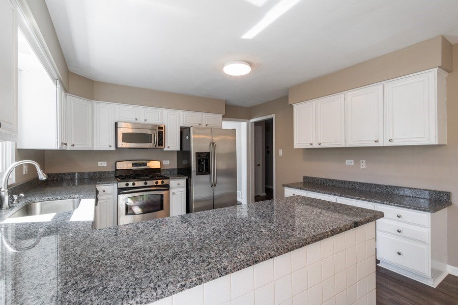Real Estate Photography - 1241 W Bedford, Palatine, IL, 60067 - Kitchen