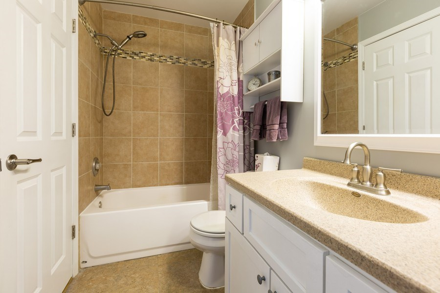 Real Estate Photography - 1330 N Parkview Ter, Algonquin, IL, 60102 - Full Bath