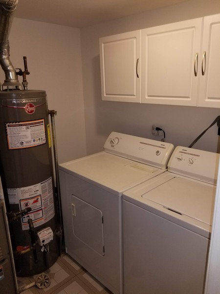Real Estate Photography - 1330 N Parkview Ter, Algonquin, IL, 60102 - Laundry