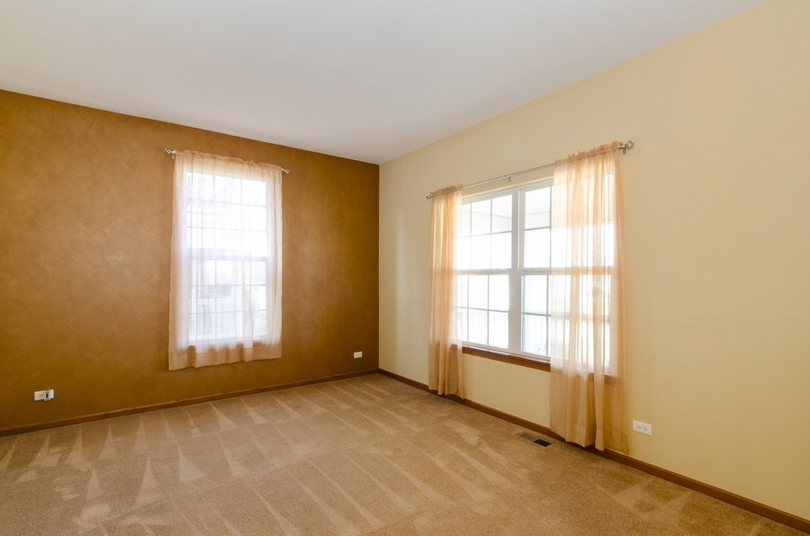 Real Estate Photography - 213 Dawn Court, Elgin, IL, 60124 - Living Room