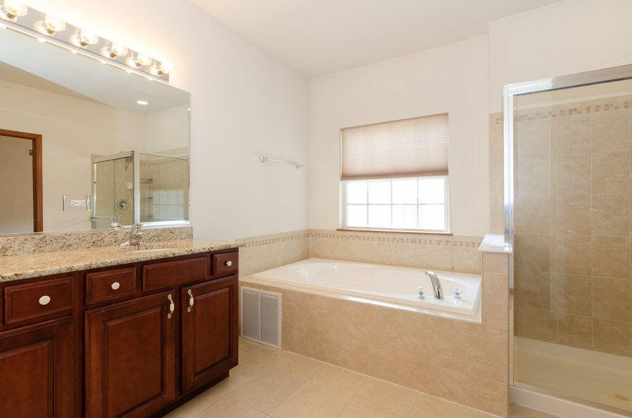 Real Estate Photography - 213 Dawn Court, Elgin, IL, 60124 - Master Bathroom