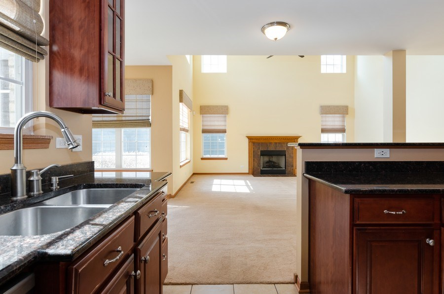 Real Estate Photography - 213 Dawn Court, Elgin, IL, 60124 - Kitchen