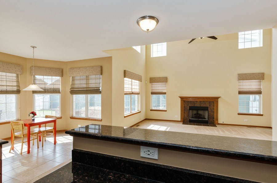 Real Estate Photography - 213 Dawn Court, Elgin, IL, 60124 - Kitchen / Breakfast Room
