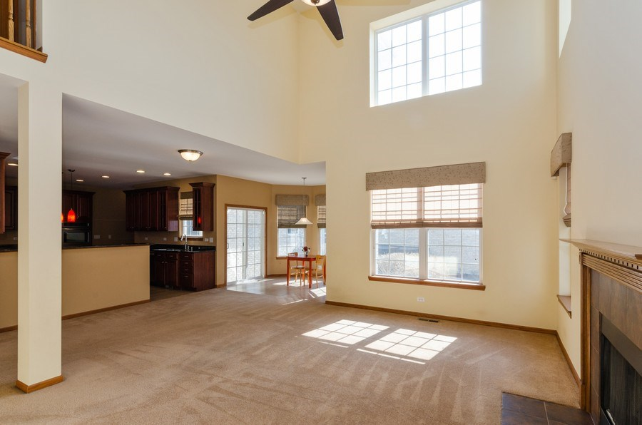 Real Estate Photography - 213 Dawn Court, Elgin, IL, 60124 - Family Room