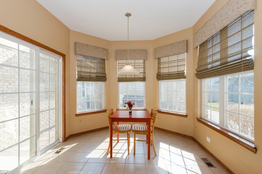 Real Estate Photography - 213 Dawn Court, Elgin, IL, 60124 - Breakfast Area