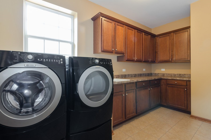 Real Estate Photography - 213 Dawn Court, Elgin, IL, 60124 - Laundry Room