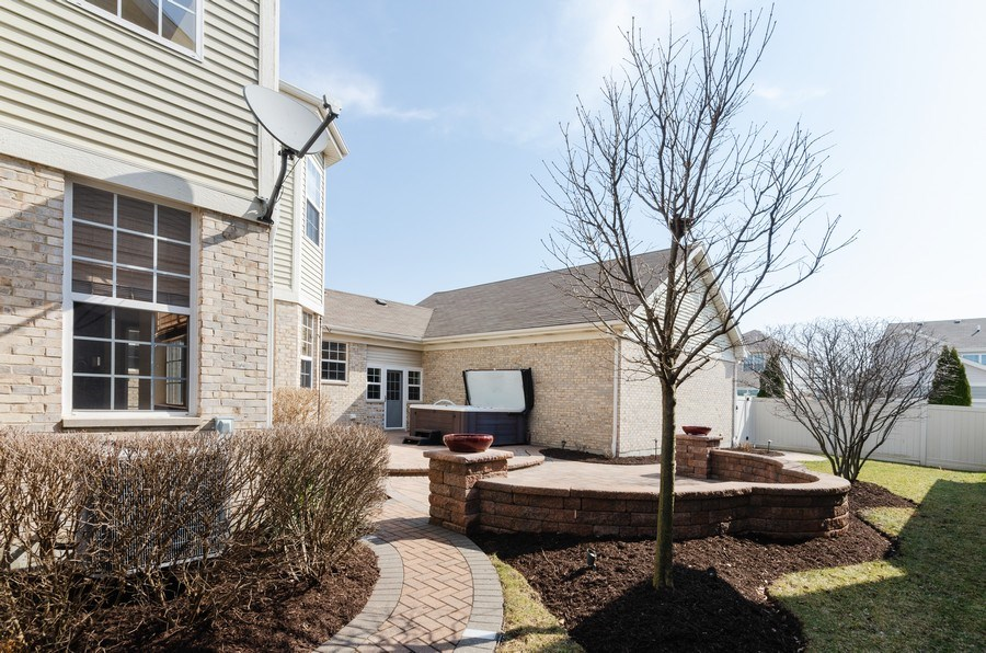Real Estate Photography - 213 Dawn Court, Elgin, IL, 60124 - Side View