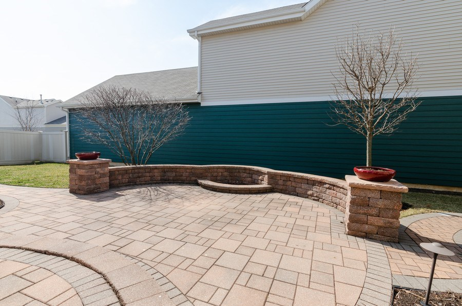 Real Estate Photography - 213 Dawn Court, Elgin, IL, 60124 - Patio