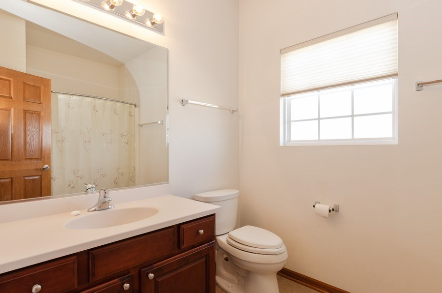 Real Estate Photography - 213 Dawn Court, Elgin, IL, 60124 - 2nd Bathroom