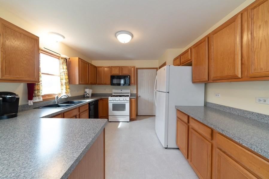 Real Estate Photography - 312 E. Fabyan Parkway, Batavia, IL, 60510 - Kitchen