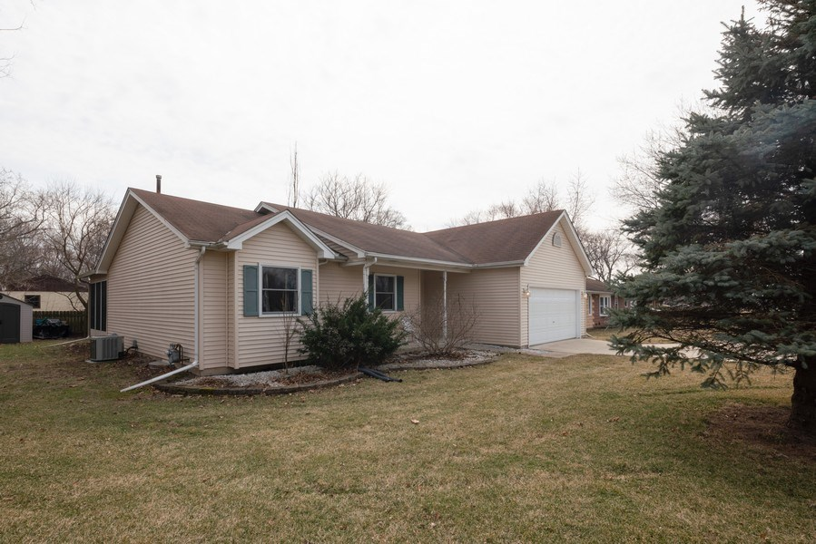 Real Estate Photography - 312 E. Fabyan Parkway, Batavia, IL, 60510 - Front View
