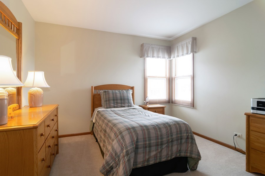 Real Estate Photography - 4380 N Cottonwood Trail, Hoffman Estates, IL, 60192 - Guest Bedroom