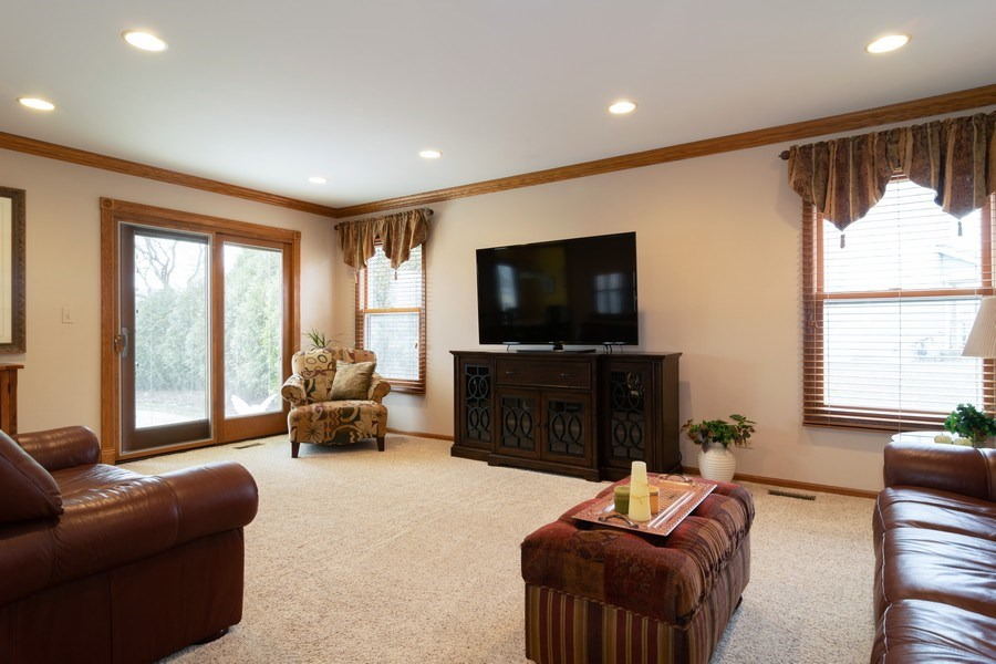Real Estate Photography - 4380 N Cottonwood Trail, Hoffman Estates, IL, 60192 - Family Room