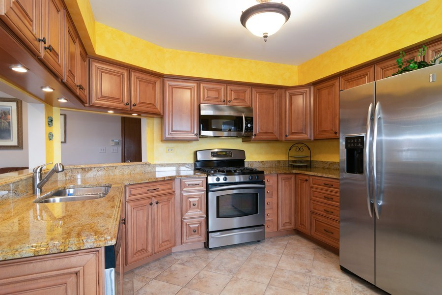 Real Estate Photography - 4380 N Cottonwood Trail, Hoffman Estates, IL, 60192 - Kitchen