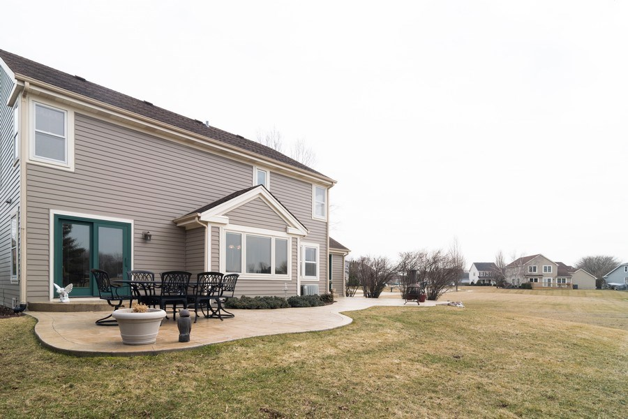 Real Estate Photography - 4380 N Cottonwood Trail, Hoffman Estates, IL, 60192 - Rear View