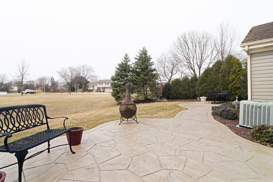 Real Estate Photography - 4380 N Cottonwood Trail, Hoffman Estates, IL, 60192 - Patio