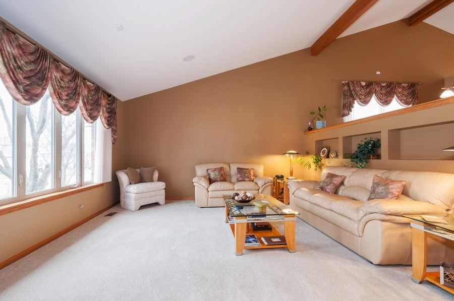 Real Estate Photography - 1025 Greenbriar Dr.,, Glendale Heights, IL, 60139 - Living Room