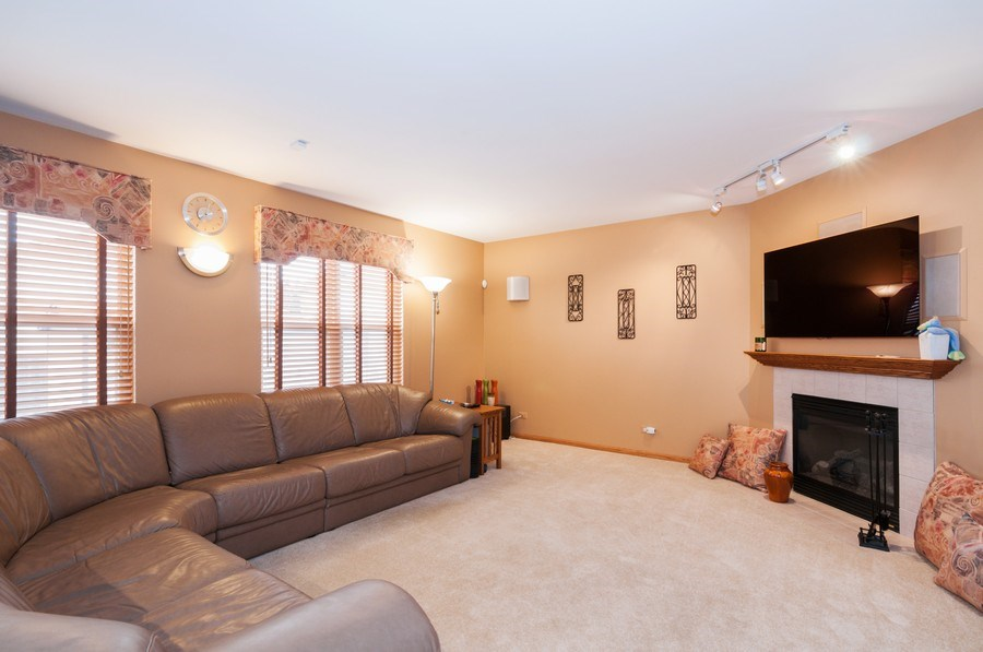 Real Estate Photography - 1025 Greenbriar Dr.,, Glendale Heights, IL, 60139 - Family Room