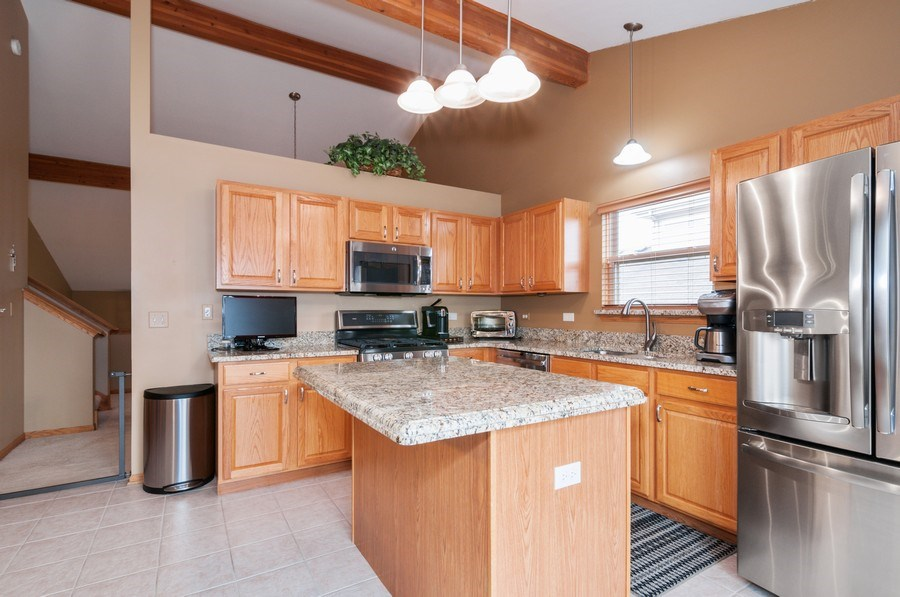 Real Estate Photography - 1025 Greenbriar Dr.,, Glendale Heights, IL, 60139 - Kitchen